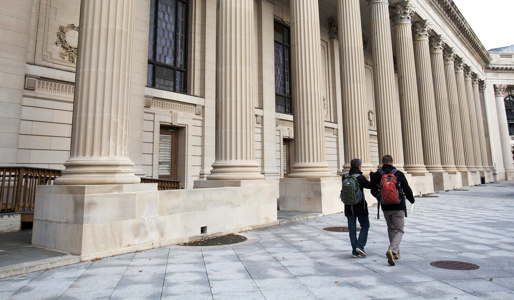Di Universitas Amerika, Peradaban Di Bawah Serangan