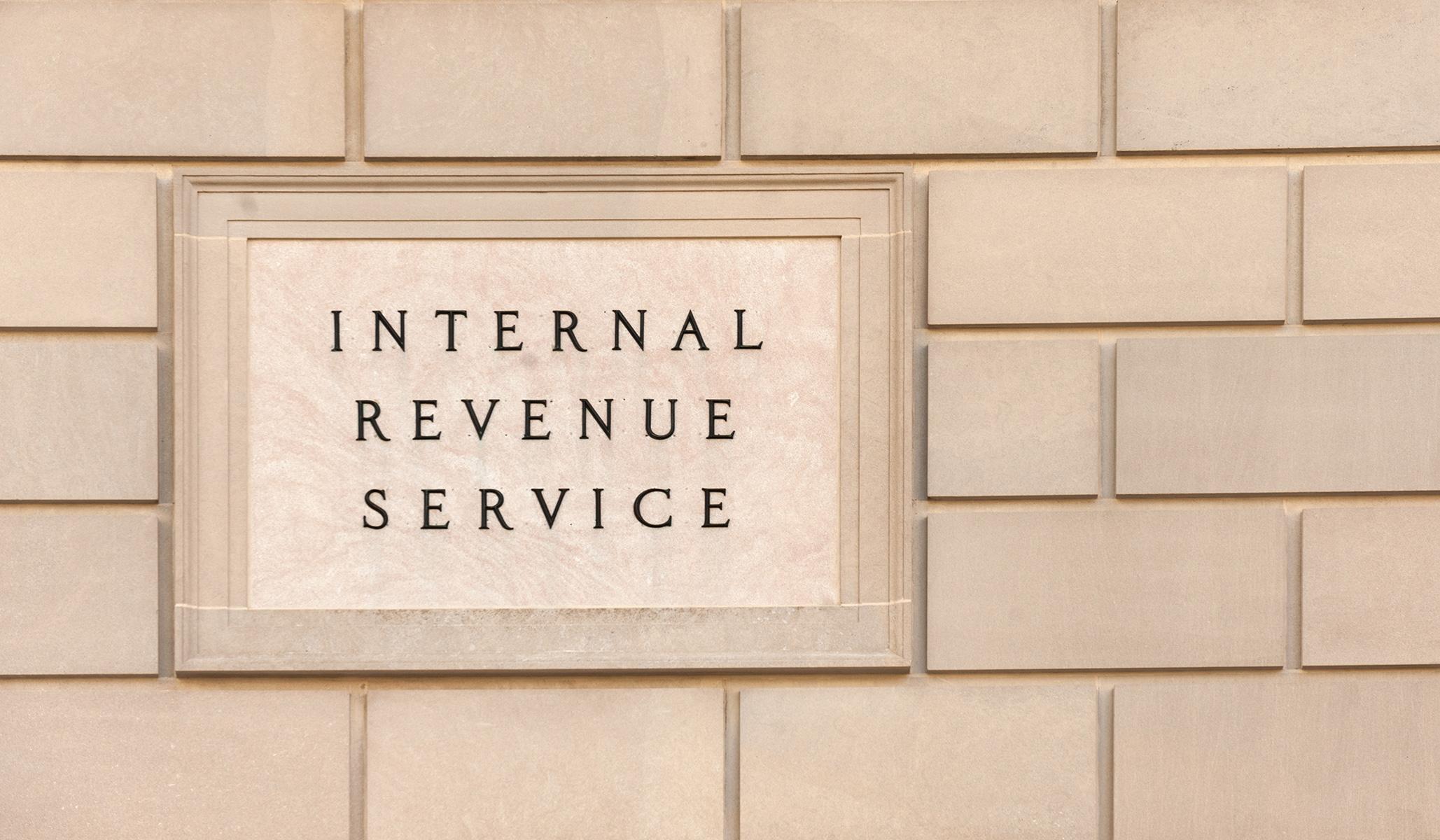 Demokrat akan melepaskan IRS pada semua orang yang memiliki setoran bank 0