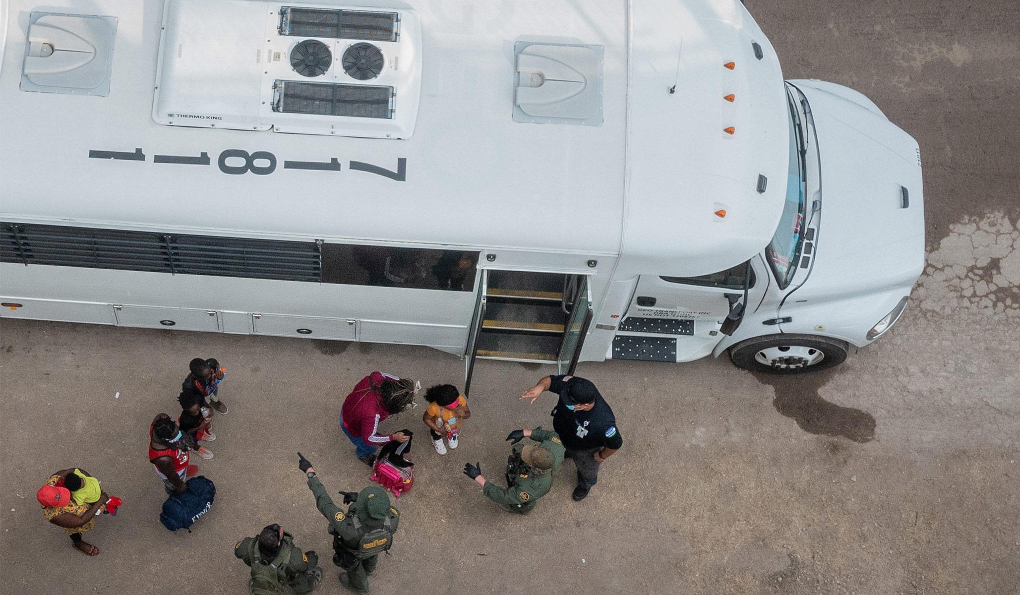 Migrants Escape from Bus in Rio Grande Valley