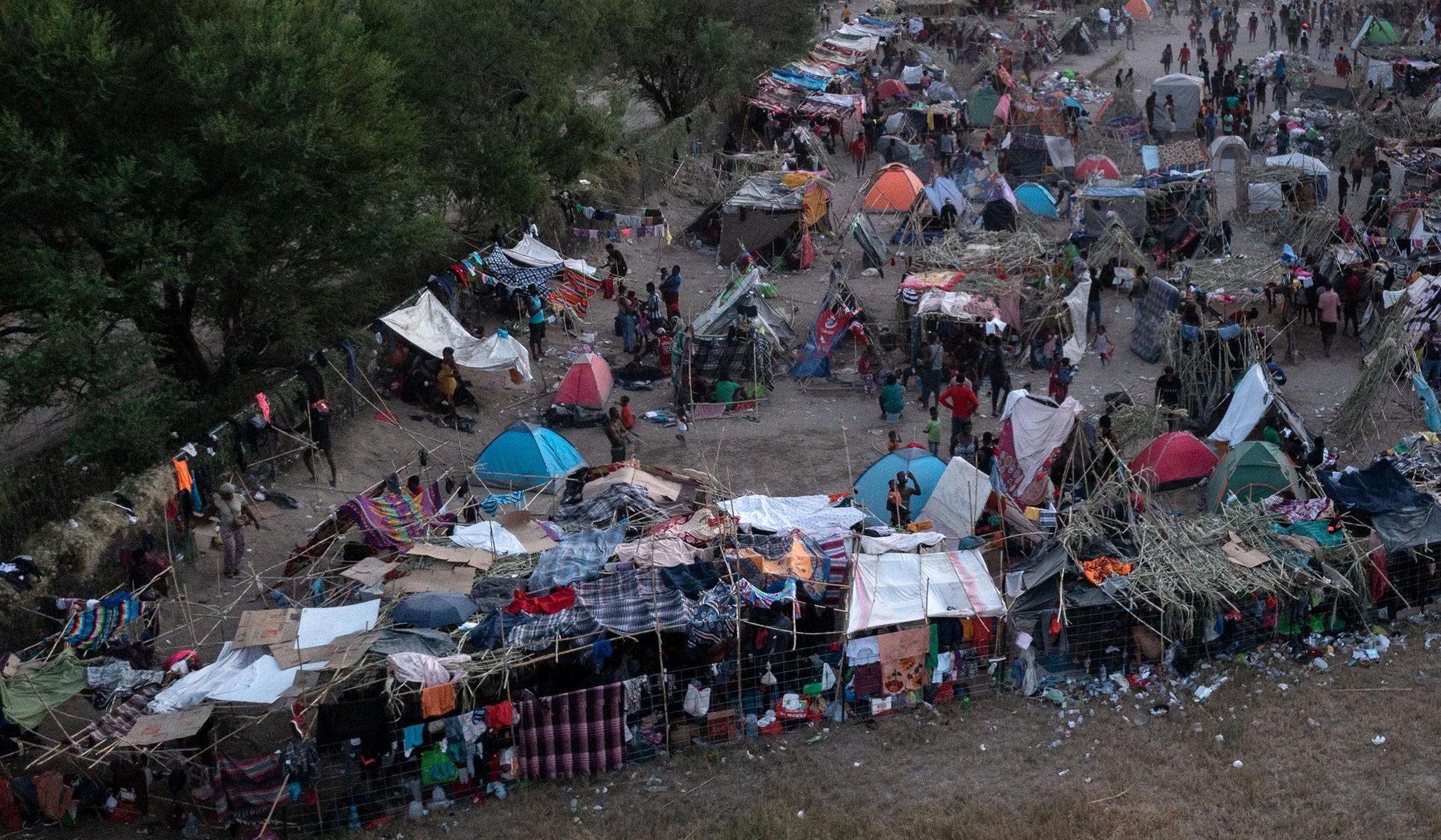 Massive Migrant Caravan Begins Journey to U.S. from Mexico