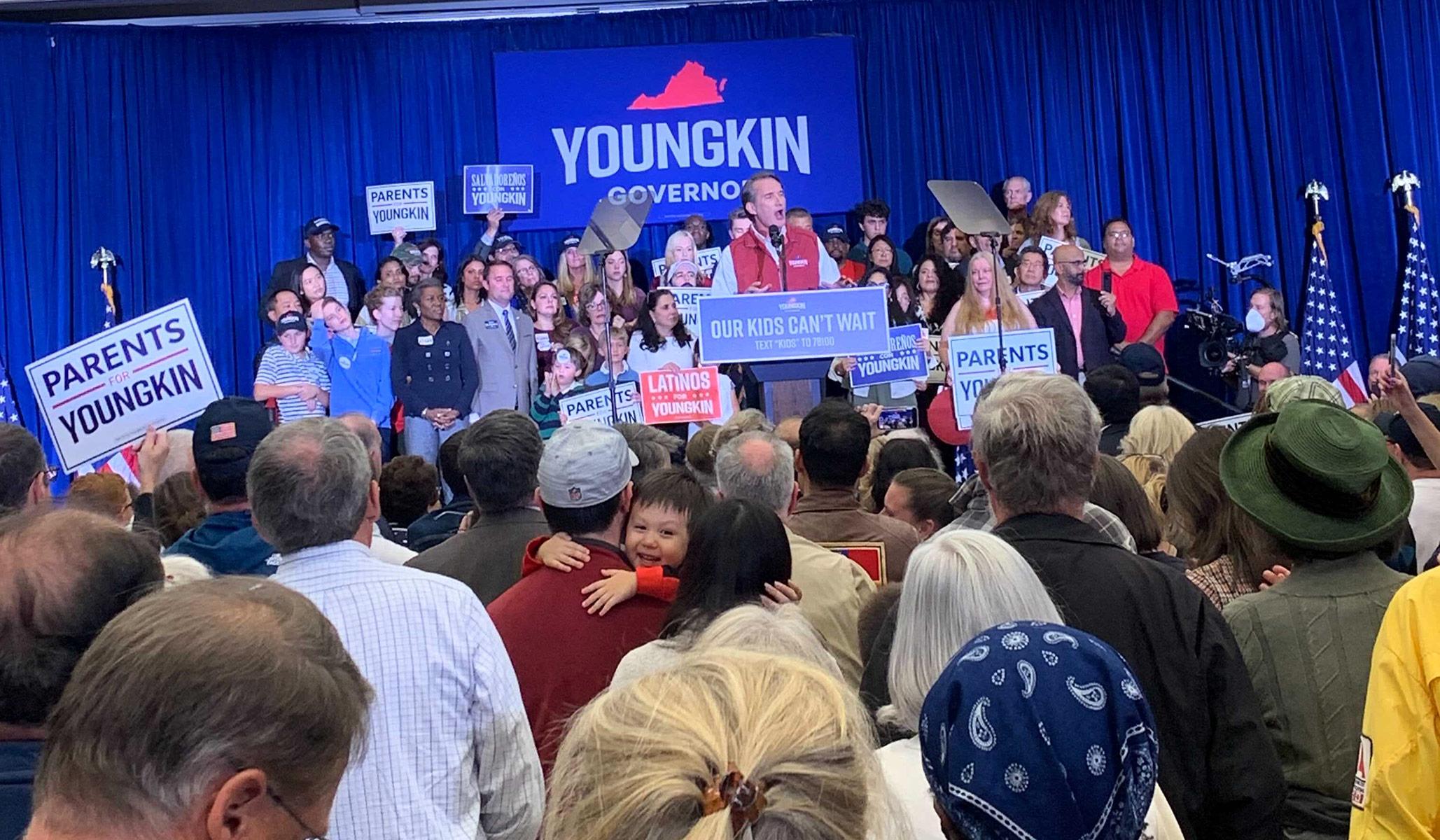 Glenn Youngkin Ledakan Penutupan Loudoun County