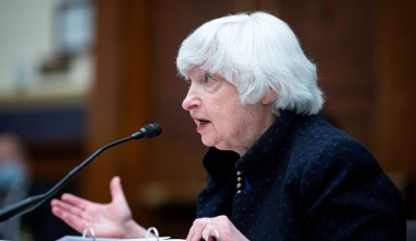 Treasury Secretary Yellen Expects Inflation to Persist until 'Middle to End' of 2022